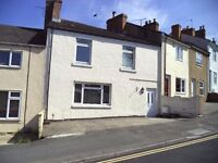2 Bed - Old Town. Unfurnished. Parking. Courtyard. Available Immediately