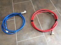 1 x red and 1 x blue washing machine hoses - both approx. 2.5m long