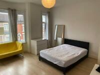 Double Room - singles or couples