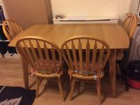 Extendable dining table with 4 chairs.