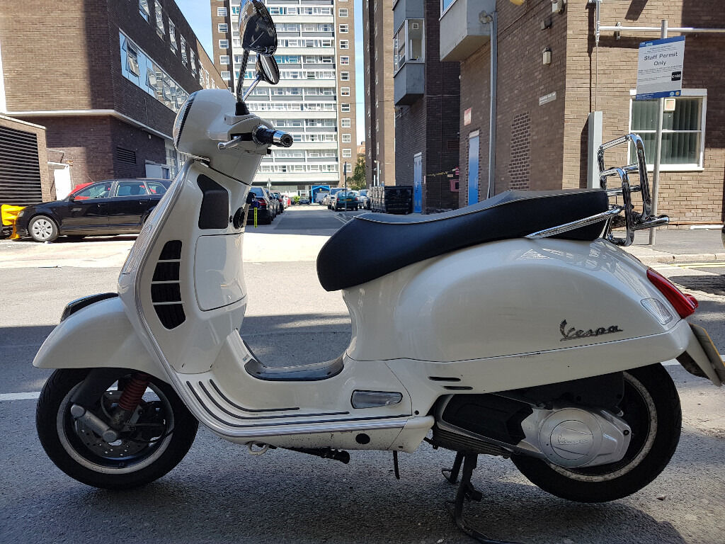 vespa piaggio gts 125 super ie in shepherds bush london. Black Bedroom Furniture Sets. Home Design Ideas