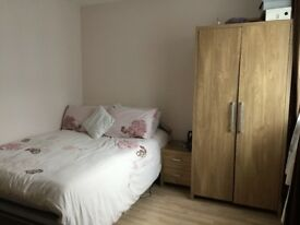 Notting Hill Gate Bright large room available in a flat share with a Muslim female.