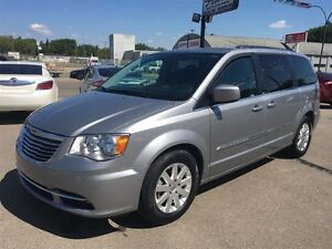2014 Chrysler Town & Country Touring Back Up camera & Power slid