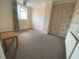 Big One Bed 2nd Floor Flat with Separate Reception near Gants Hill Central Line Station