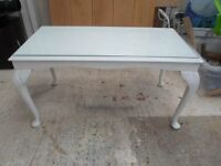 OLD SOLID OAK WHITE SPRAYED COFFEE TABLE WITH GLASS ON TOP NO MARKS VERY GOOD CONDITION PICK UP