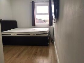 Two double rooms for rent near Chigwell Station with ALL BILLS INC And TV