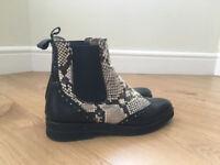 Chelsea boots snake print