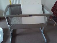 Chicco next 2 me bedside crib in dove grey