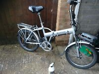 Bike foldaway 6 speed alloy wheels good tyres and side stand with rear rack vgc gwo