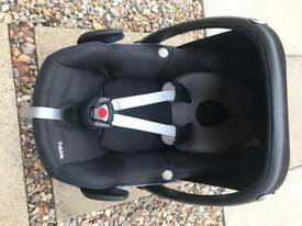 Maxi cosy pebble car seat and isofix base