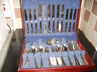 6 place Canteen of cutlery in wooden case