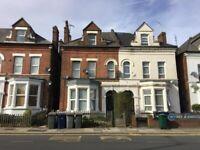 1 bedroom flat in Ballards Lane, London, N3 (1 bed) (#1040072)
