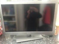 Bush TV 32 inch with remote