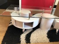 Attractive living room coffee table with 2 stools.