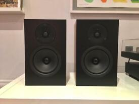 Linn Tukan bookshelf Stereo Speakers