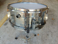 Snare Drum Vintage 14 x 7 Metal Body with recent Remo Skins