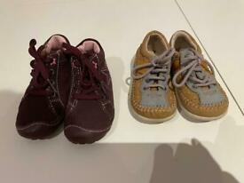 New. Shoes girls / boys, size 22
