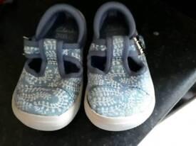 Infant girls shoes 5 1/2G