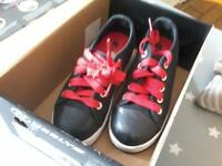 Heeley skate shoes size 12 kids black ad red