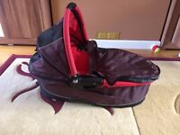 Quinny Dreami Carrycot in Purple with Raincover and Mosquito Net