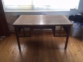 beautiful wooden desk (135cmx75cm) - missing draws