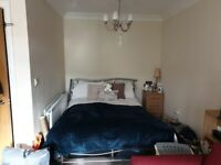 Spacious, quiet, double room in Cowley.