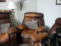 LARGE BROWN LEATHER RECLINING SUITE