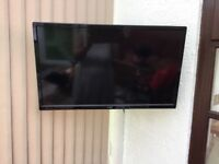 Logik 29 inch hd ready tv model no L29HED13 wall mounted with bracket