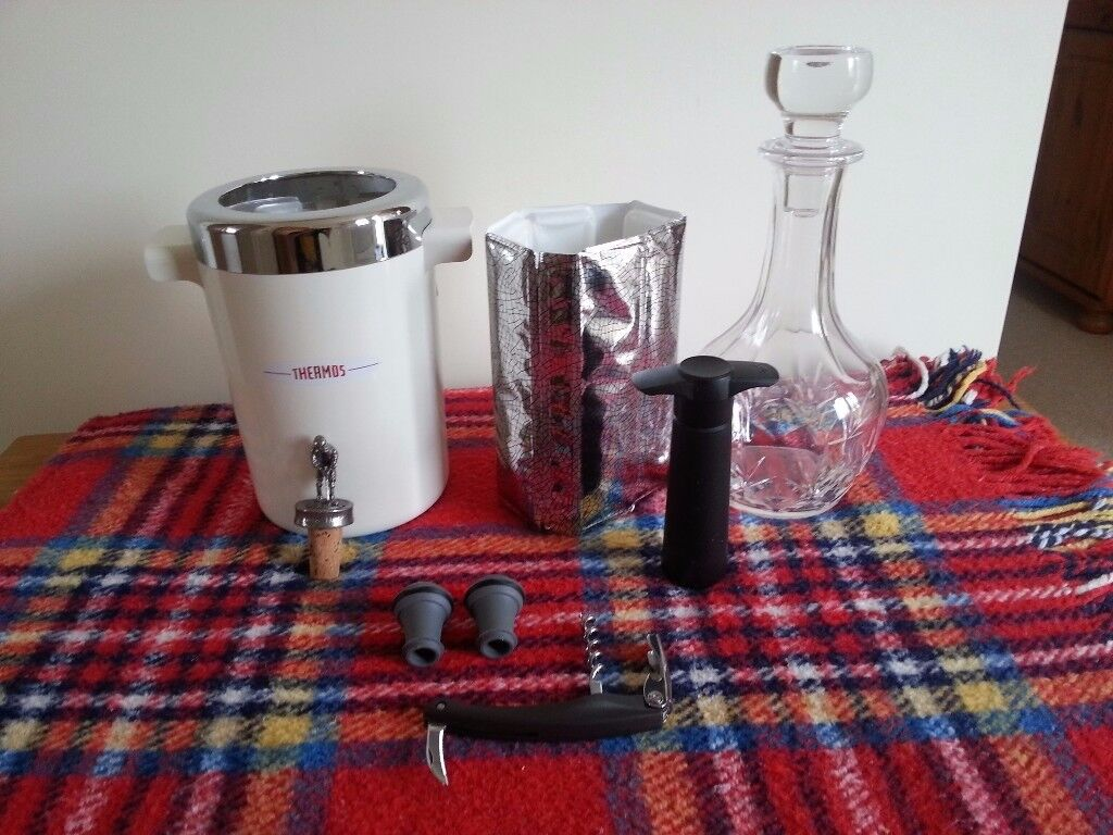 Wine accessories, all good or new condition.