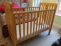 Mama's and Papa's baby cot