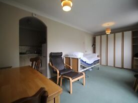 *Available Now* Spacious Studio available in the Heart of New Cross Close to Transport & Amenities