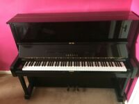 Yamaha U1 piano in gloss black