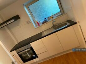 3 bedroom flat in Southwell House, London, SE16 (3 bed) (#575086)