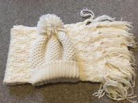 Cream ladies hat and scarf set