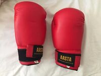 Red boxing gloves, 10 oz