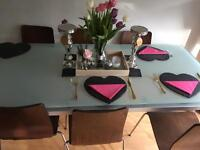 Great condition dining table & 6 chairs
