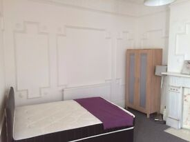 Excellent Large Double Room with own bathroom in Professional Shared House