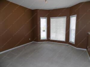 SPACIOUS 3 BDRM TOWNHOUSE WITH 2 PARKING STALLS IN GLASTONBURY