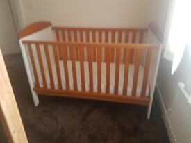 Very nice mamas and papas cot bed