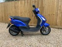Piaggio fly 50cc auto scooter only 800 miles from new