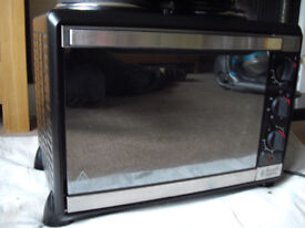 Russell Hobbs counter top oven and hob - immaculate, only 3 months old