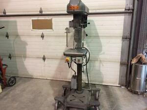 Perçeuse à colonne industrielle Canadian Buffalo - Industrial Buffalo press drill