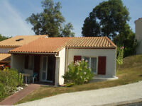 Holiday home on secure site, Western France. Shared pool, tennis. Short walk to sandy beach.