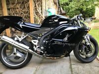 Triumph Daytona 955I model 2006 light damaged in the front for sale
