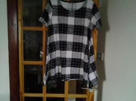 NEVER WORN TUNIC TOP SIZE 20