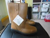 mens fur lined rigger safety boots.