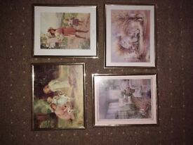 Set of 4 wall hangings