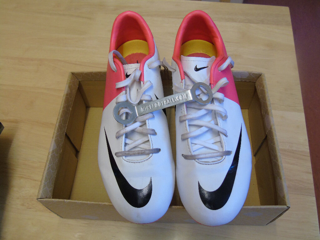 Nike football boots size 4in Leeds, West YorkshireGumtree - Unisex Football boots size 4. Worn once. In excellent condition. Well worth the money