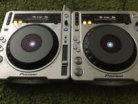 2x Pioneer 800Mk2 CDJs
