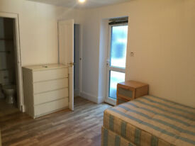 099Y-HAMMERSMITH- MODERN DOUBLE STUDIO FLAT,SINGLE PERSON,FURNISHED,PATIO,BILLS INCLUDED - £230 WEEK
